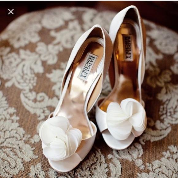 5c0ba5937ffd Badgley Mischka Shoes - Like New Badgley Mischka Thora Heels ivory satin